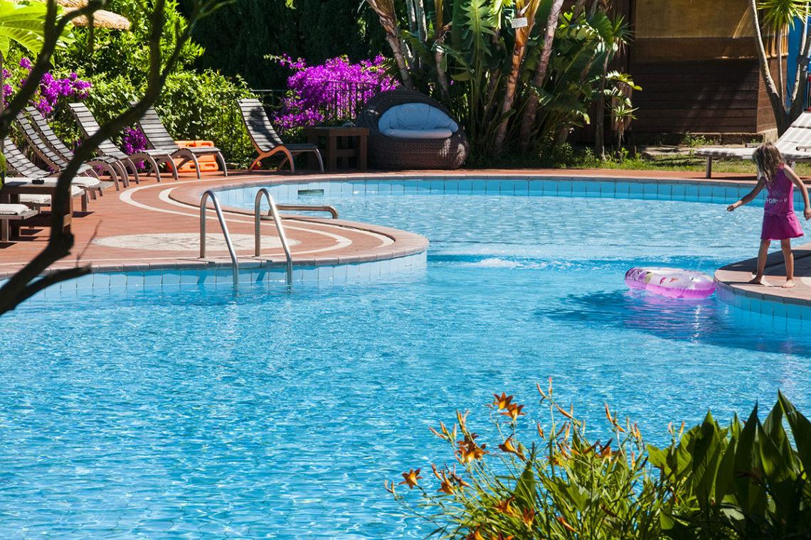 piscina dell 39 hotel cernia isola botanica sant 39 andrea