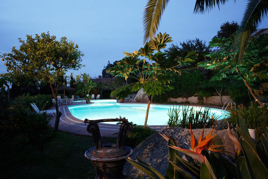 schwimmbad von hotel cernia botanisch insel sant 39 andrea insel elba. Black Bedroom Furniture Sets. Home Design Ideas